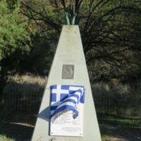 Andartes Monument Bourazani Road With Flag.JPG